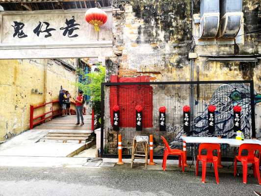 Kwai Chai Hong – attractive murals reminiscent of the '60s