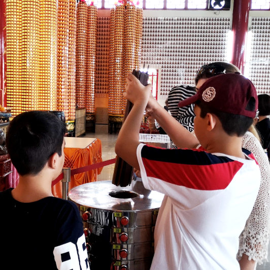 Fortune telling at Thean Hou Temple
