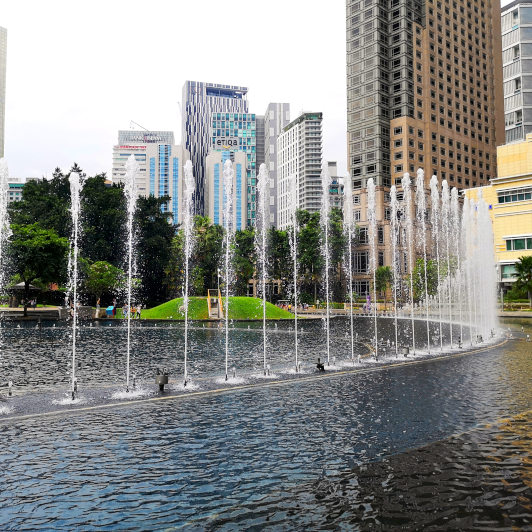 wate fountain at jogging at KLCC Park