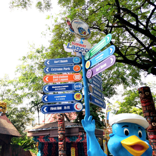 Sunway Lagoon direction sign